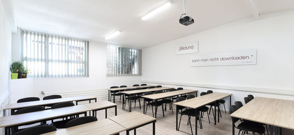 Schulungsraum Werkstatt Tischreihe
